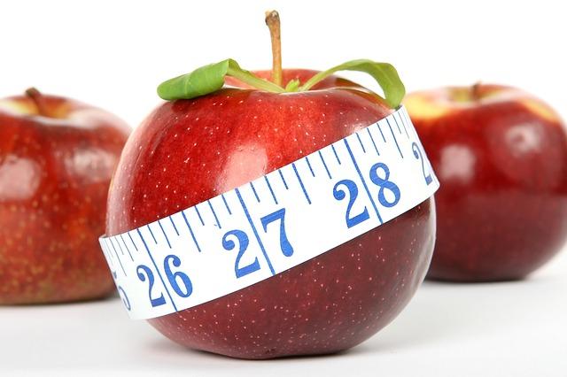 červené jablko, metr