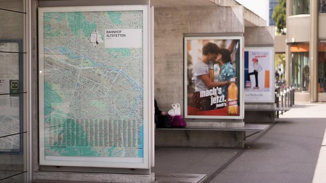reklama na plakátu