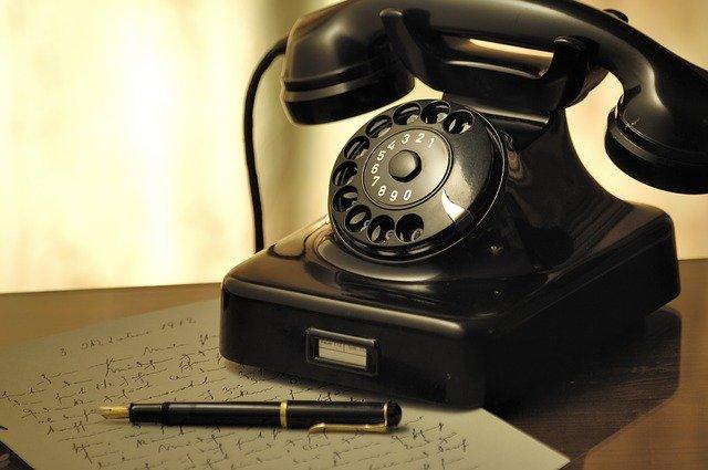 vzkaz u telefonu
