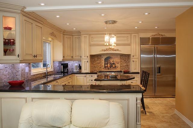 kuchyň ve velkém prostoru