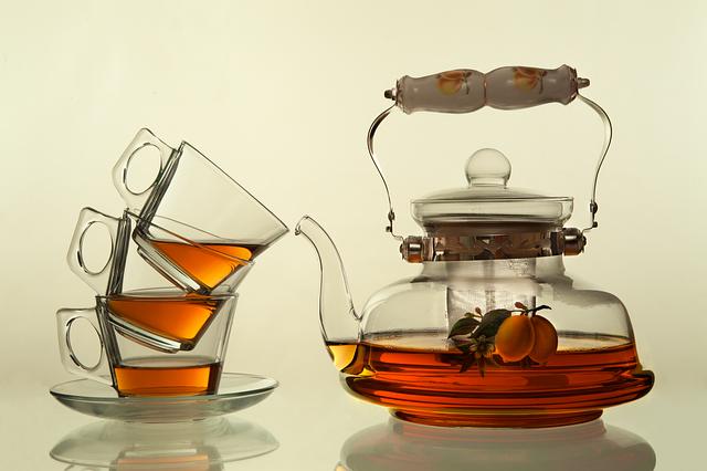 konvice a šálky na čaj.jpg
