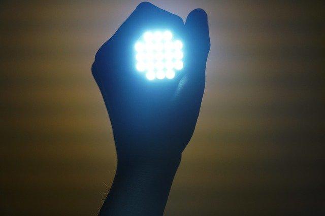 svítilna v ruce.jpg
