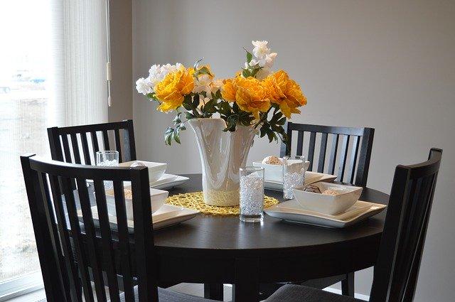 jídelní nábytek